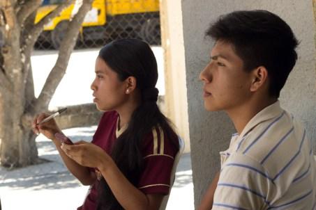 Jóvenes que integran el equipo de Radio Ñu Kaan. Por Elis Monroy.