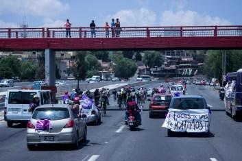 La caravana estuvo compuesta de autos, autobuses, motos y varias decenas de bicicletas.