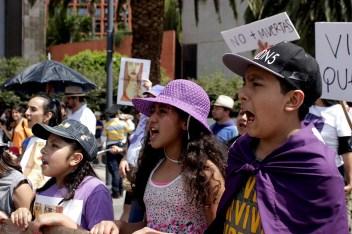 Cientos de niñas y niños unieron sus voces a la merea violeta del #24A.