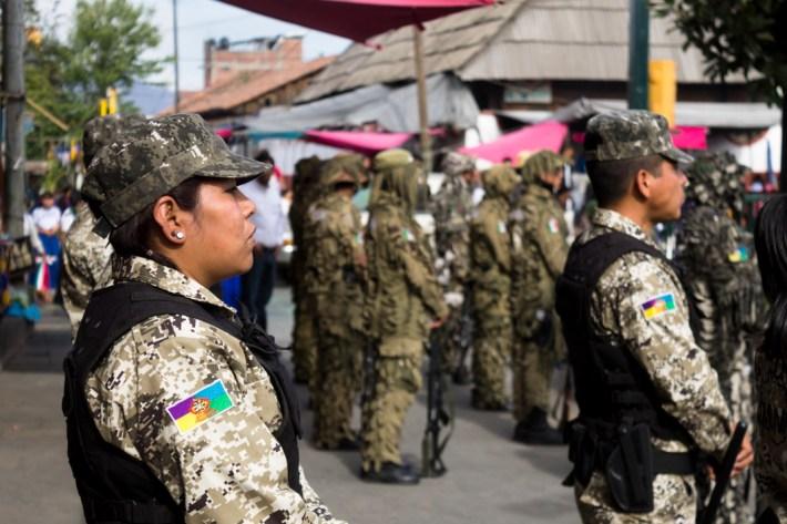 En la ronda comunitaria, como en cualquier cargo de la estructura de gobierno comunal, las mujeres están presentes. Ellas también defienden su territorio y dan una lucha contra el despojo y el patriarcado. Por Regina López.