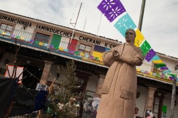Con ánimo festivo la comunidad de Cherán K'eri recibió a la gente invitada. Por Romeo LopCam.