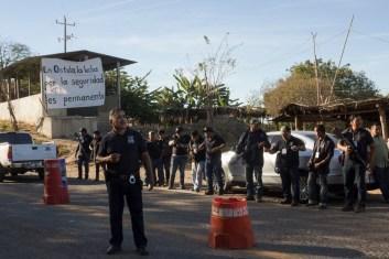 La guardia comunal hace una valla para recibir al CIG y su vocera.