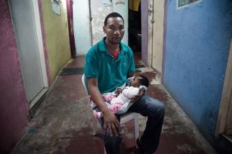 Haitiano y su hoijo brasileño_vive en el antigo cinema_fotoAndersonBarbosa