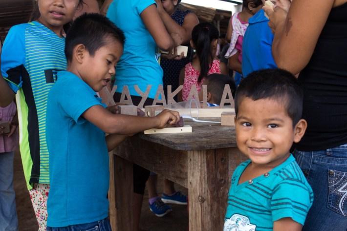 En la mañana del 29 de junio, las actividades del aniversario comenzaron con un taller para niños y niñas de juguetes de madera.