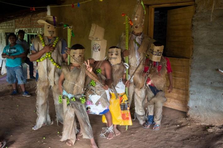 Niños de la comunidad presentaron una tradición de los nahuas de Occidente: los Xayacates.