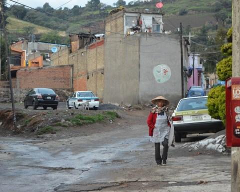 06.- Estos murales se encuentran en cualquier parte de la población, recordando que existe llamado a defender su territorio. Fotografía José Luis Santi