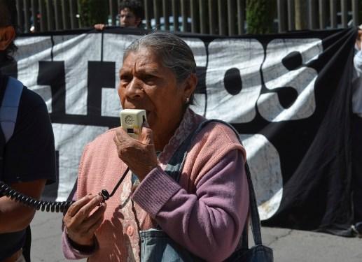 """Imagen del mitin a las afueras de los juzgados en Santiaguito Almoloya de Juárez durante la """"Jornada por la libertad de los defensores del agua y la vida de San Pedro Tlanixco"""" en Septiembre del 2016. Fotografía: José Luis Santillán"""