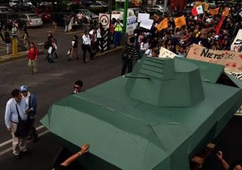 Tanque hecho por alumnos de CCH Vallejo Foto por Ita Ramirez