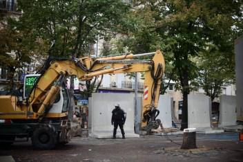 29 oct. 2018. La Plana contra La Soleam, día 19. Van construyendo un muro para quitarnos la plaza.