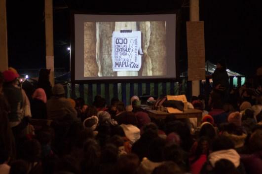 También tuvieron lugar algunas proyecciones sobre las luchas de las compañeras de distintos territorios. Foto por Regina López.