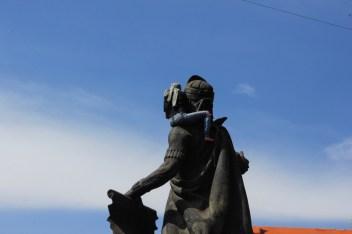 La marcha del 8M en Ciudad Nezahualcóyotl, Estado de México, comenzó en la «Glorieta del Coyote» en donde se encuentra el monumento a Nezahualcóyotl, el cual fue atado con un pañuelo verde (símbolo de la lucha feminista) por las manifestantes.