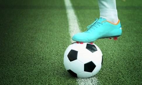サッカーボールとサッカーシューズ画像