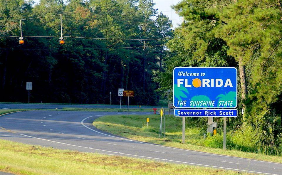 2011.07.30.075423_Florida-Georgia_state_line_Route_27