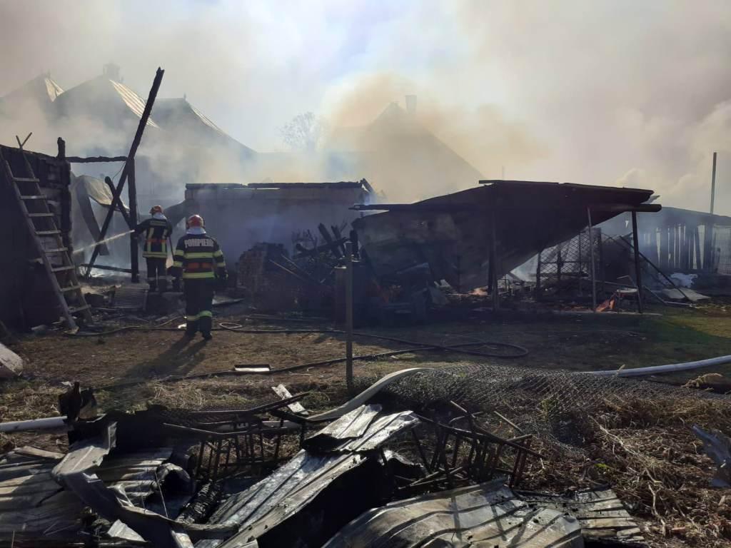 Incendiu la o gospodărie din localitatea Volovăț