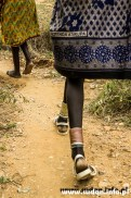 Kobiece ozdoby na łydki, miedziane i cynowe pręty. Obecnie rolę tę spełniają także miedziane rurki od klimatyzacji.