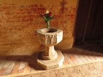 Gotycka chrzcielnica w kruchcie