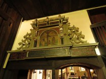 Fragment dawnego ołtarza wbudowany w kruchcie
