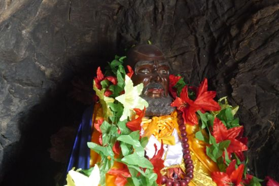 Damo statue