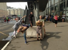 Performance as method of creative inquiry of borders at Kurskaya train station.