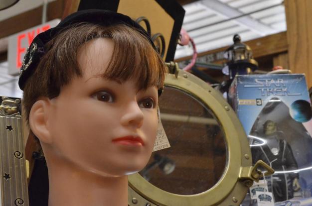 Mannequin heads (9)
