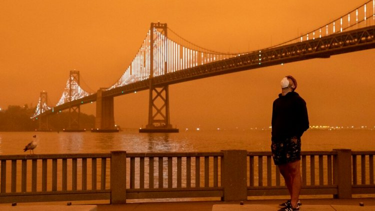 A view of the Bay Bridge from San Francisco. Photo: Jessica Christian/The San Francisco Chronicle via Getty Images