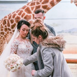 behind-the-scenes-wedding-photography-posing-bride-and-groom-suessmoments