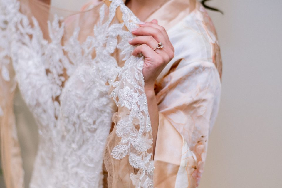 details-of-wedding-dress-by-hailey-paige-suessmoments