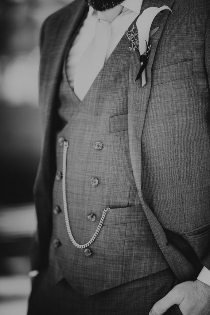 groom-tux-details-suessmoments