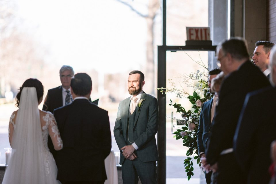 groom-sees-bride-ceremony-bronx-zoo-suessmoments