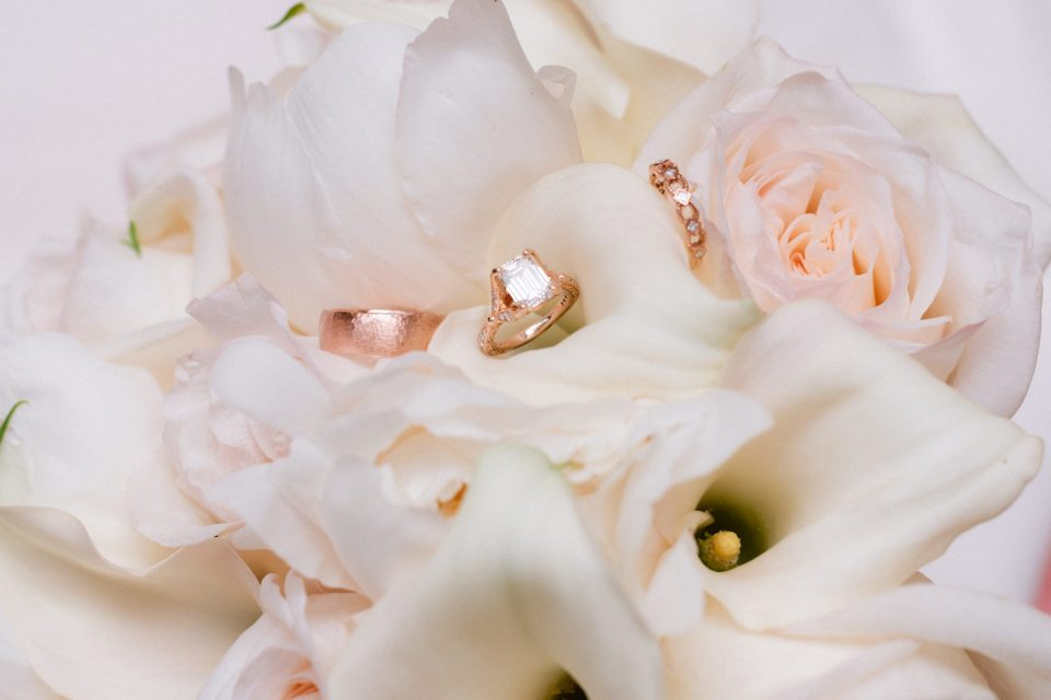antique-wedding-rings-and-white-flowers-suessmoments-wedding-photography