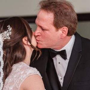 dad-kissing-bride-suessmoments