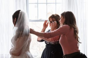helping-bride-suessmoments