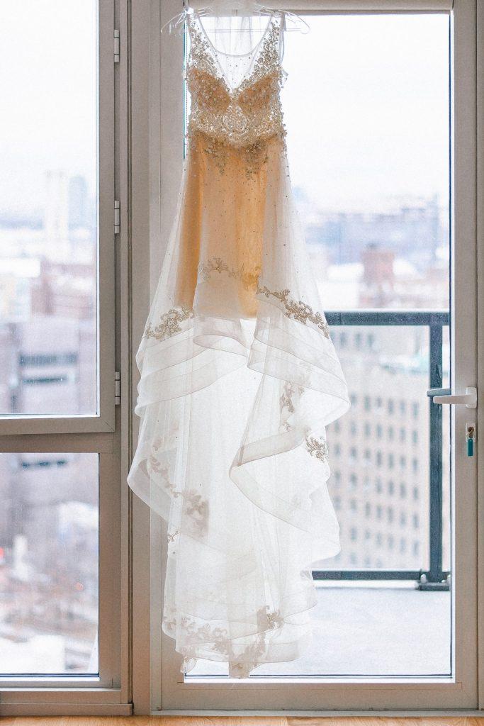 Brooklyn-wedding-suessmoments-photographer-dress-in-window