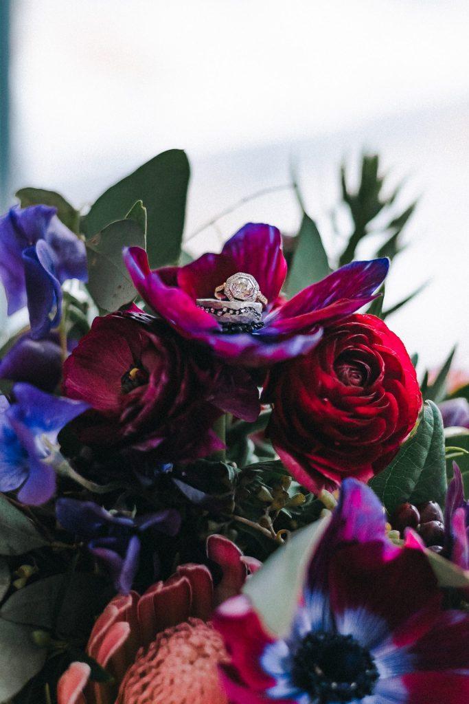 wedding-bride-bouquet-rings-antique-suessmoments