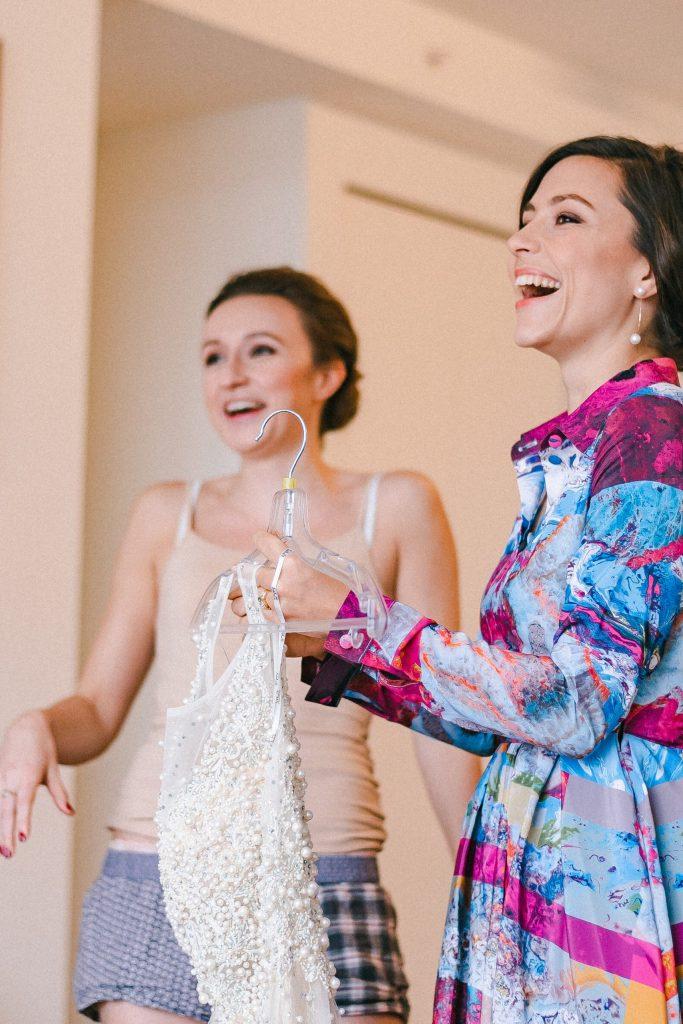 getting-ready-moments-suessmoments-wedding-photographer-brooklyn