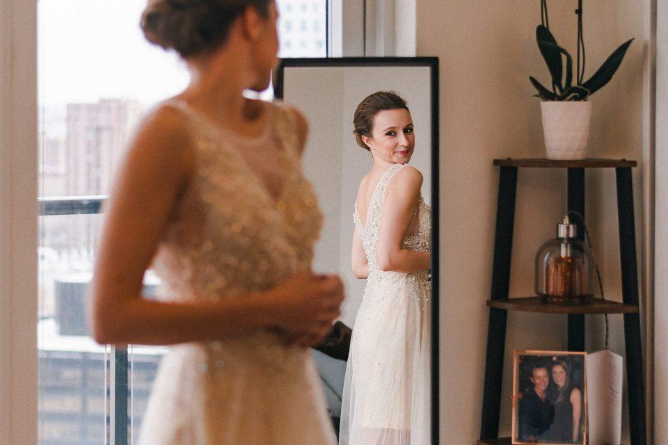 looking-in-mirror-wedding-day-bride-suessmoments-brooklyn-photographer