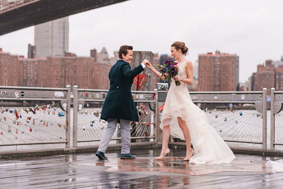 dancing-in-the-rain-wedding-photo-suessmoments