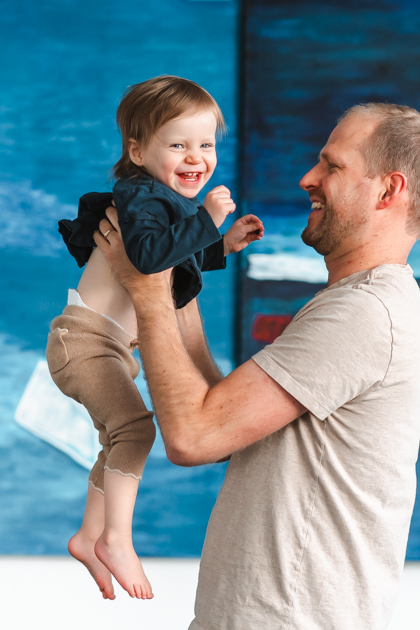 HAPPY-BABY-DADDYS-GIRL-FAMILY-PHOTOGRAPHY-SUESSMOMENTS