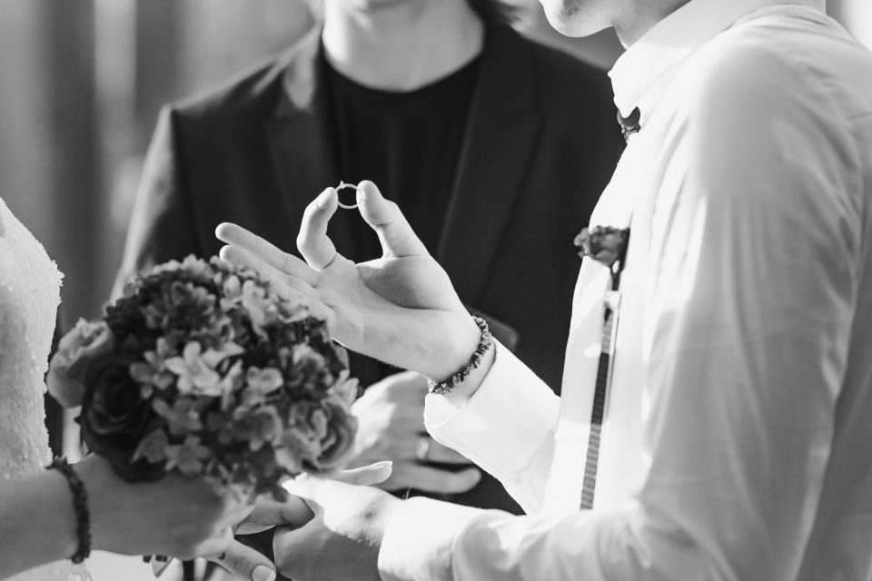 ring-exchange-wedding-ceremony-suessmoments