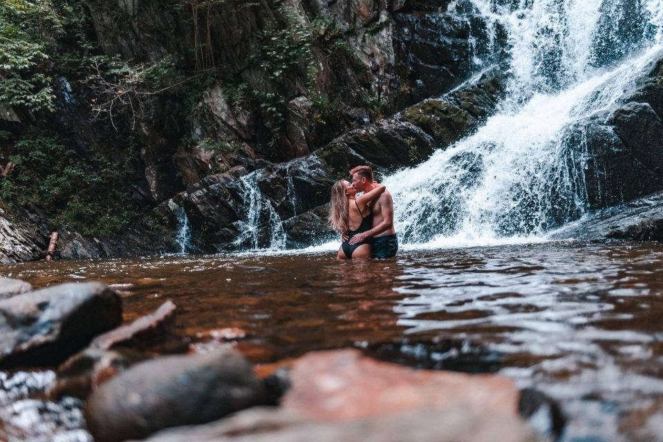 cute-adventure-couple-at-indian-brook-waterfall-suessmoments
