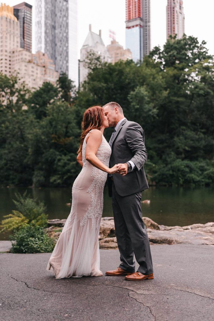 kiss-the-bride-suessmoments-nyc-photographer