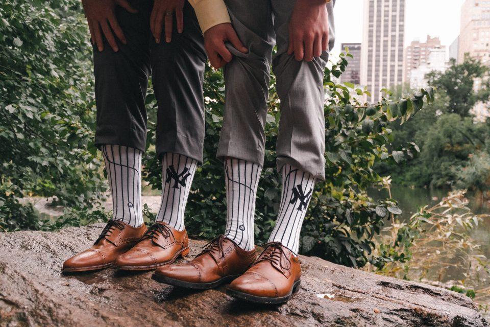 new-york-yankees-groom-socks-suessmoments-central-park-wedding