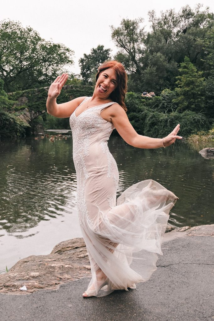 fun-bride-wearing-macys-wedding-dress-suessmoments-photographer