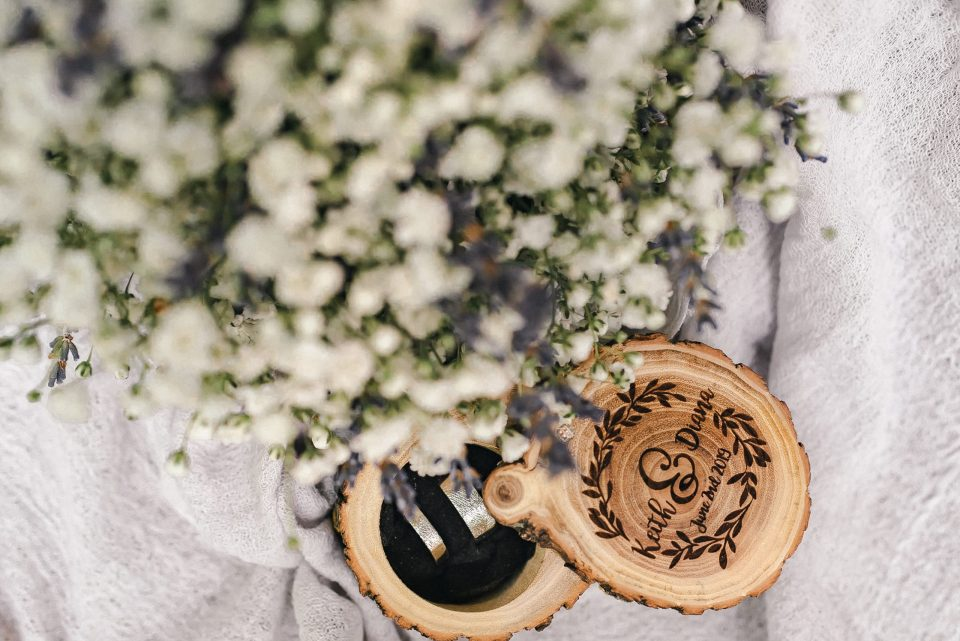 wood-engraved-ring-box-suessmoments-wedding-photographer