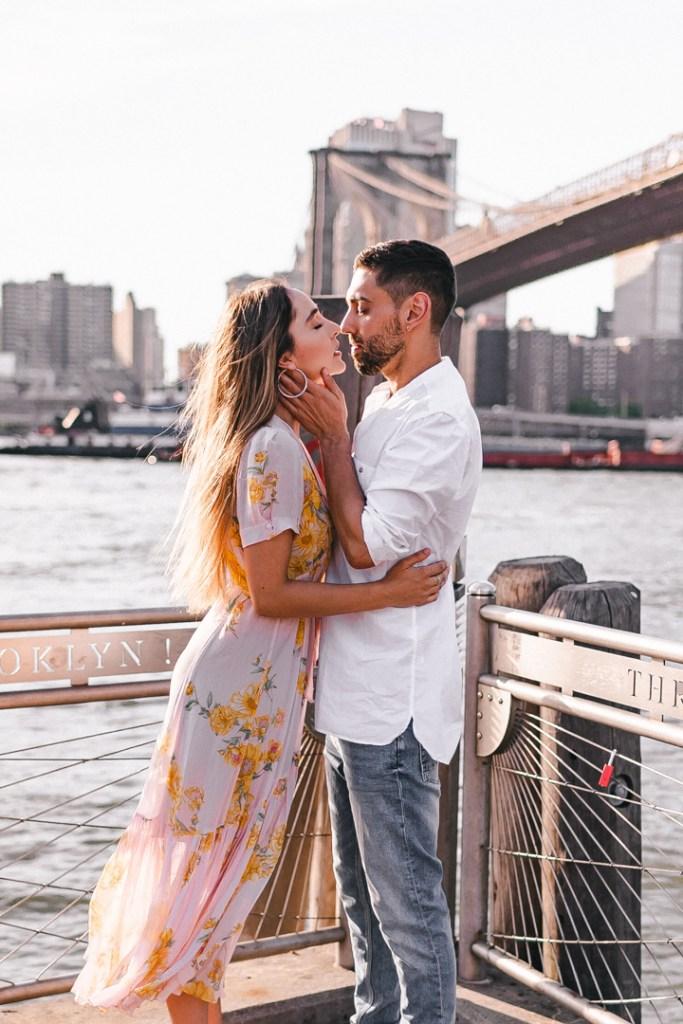 almost-kiss-brooklyn-bridge-dumbo-photo-suess-moments