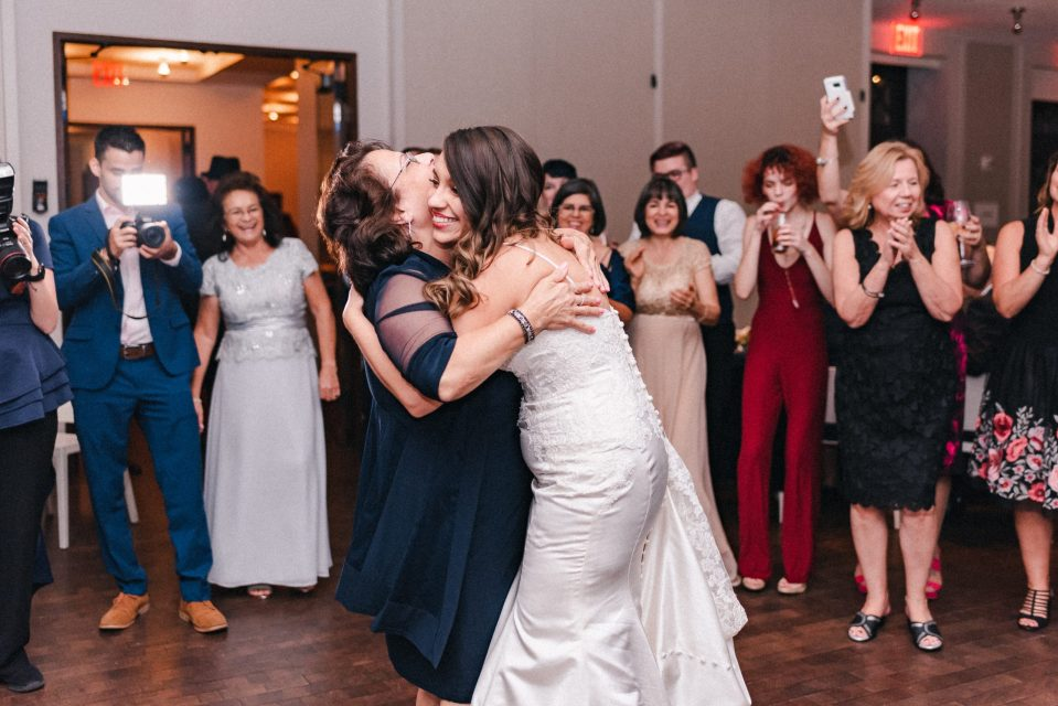 wedding-reception-dancing-suessmoments-funny-photographer-photos