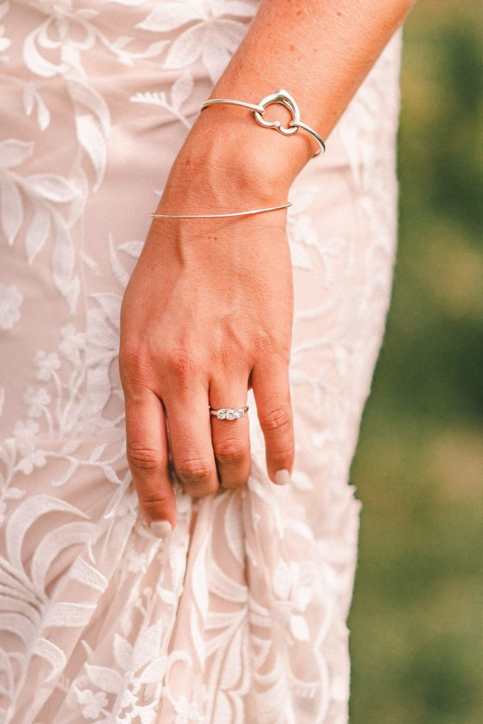 engagement-ring-on-bride-suessmoments