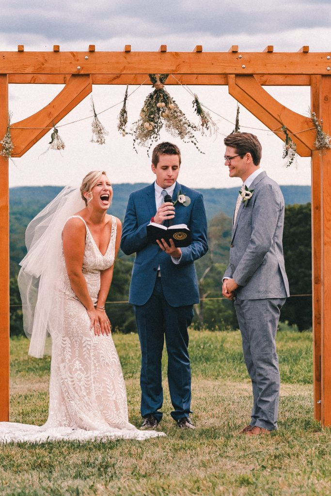 excited-wedding-moments-candid-bride-laugh-at-cermeony-suessmoments