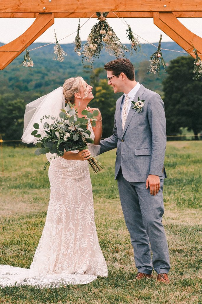 kiss-the-bride-wedding-ceremony-suessmoments