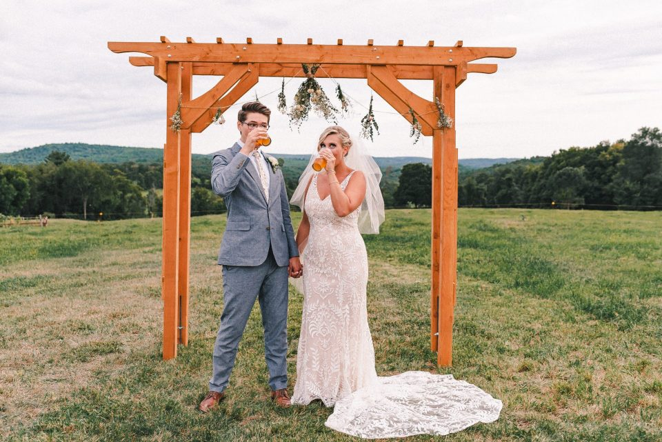 beer-chug-wedding-couple-suessmoments
